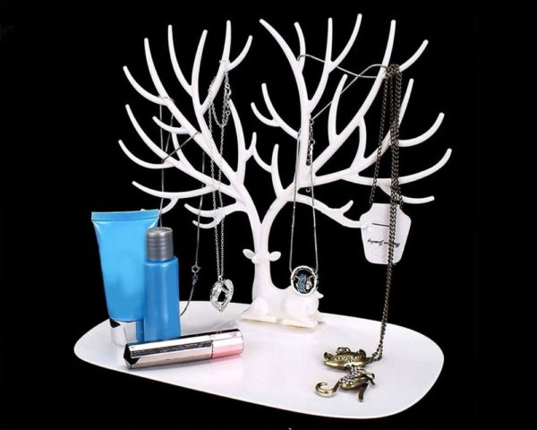 Beyaz Geyik Tasarımlı Takı Mücevher Standı
